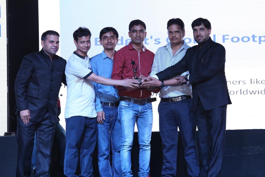 5. Customers award pics (1)