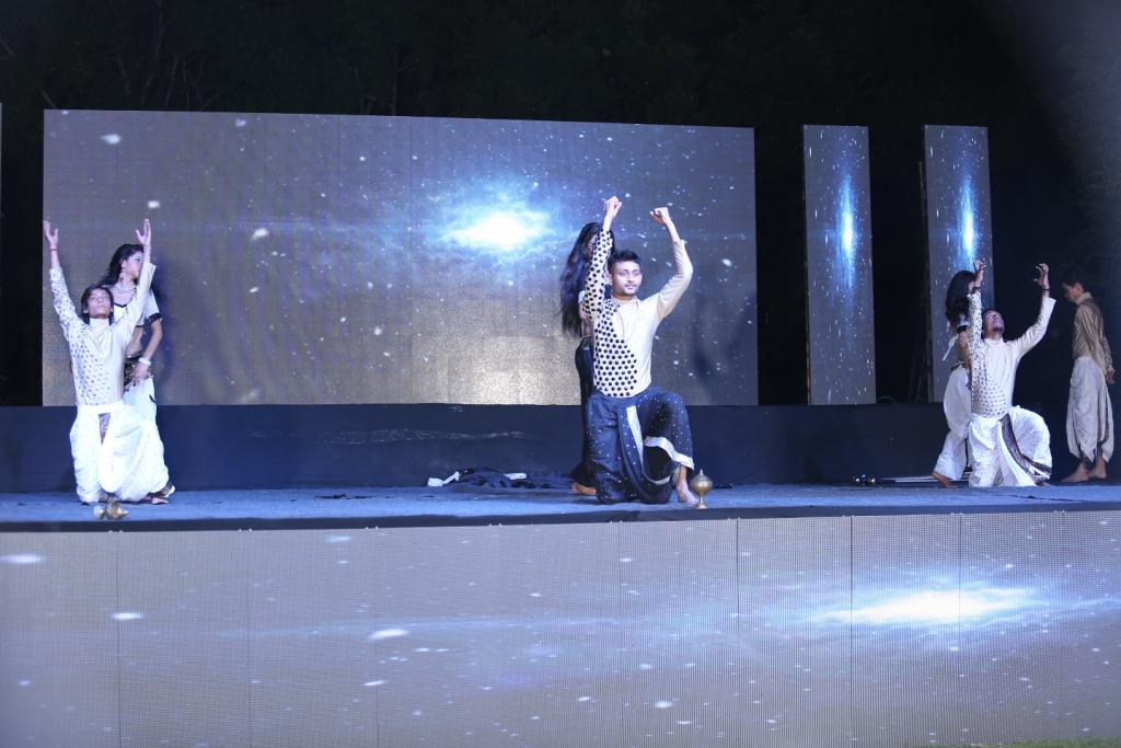 8. Dance (2)
